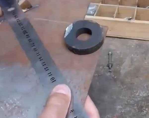 Из чего состоит магнитная самоделка для сварщика «третья рука»