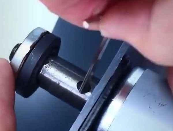 Сборка узла для фиксации диска