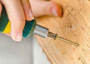 Почему нельзя вкручивать саморезы по металлу в дерево