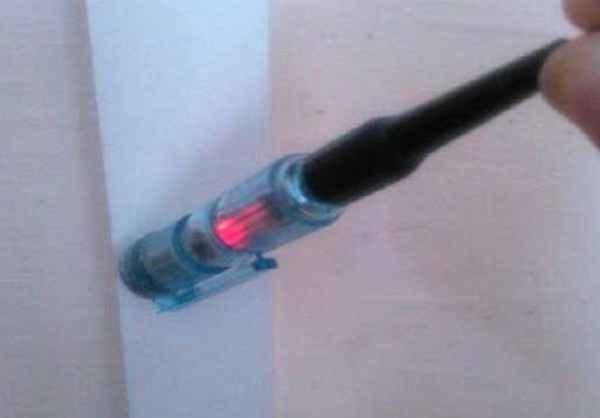 Как найти скрытый кабель в стене обычным индикатором