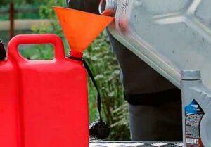 Как разбавить бензин маслом для триммера, чтобы не чистить свечу