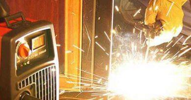 Как правильно подключить инвертор - плюсом на электрод или минусом