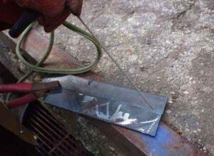 Начинающим сварщикам - какими электродами лучше варить тонкий металл и как подобрать силу тока