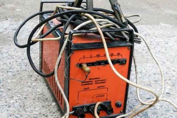 Чем грозит наматывание сварочного кабеля на руку со временем