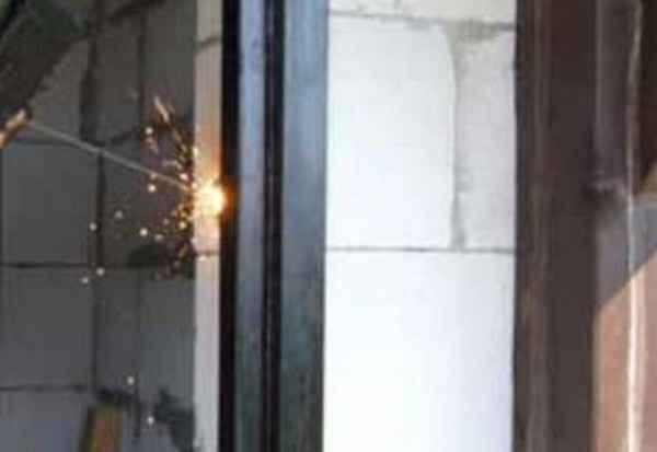 Процесс изготовления металлической двери